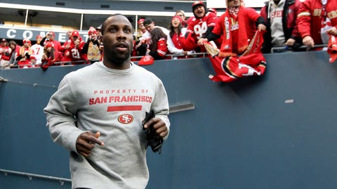 SEATTLE, WA - JANUARY 19:  Tight end Vernon Davis #85 of the San Francisco 49ers runs out to the field before taking on the Seattle Seahawks in the 2014 NFC Championship at CenturyLink Field on January 19, 2014 in Seattle, Washington.  (Photo by Christian Petersen/Getty Images)