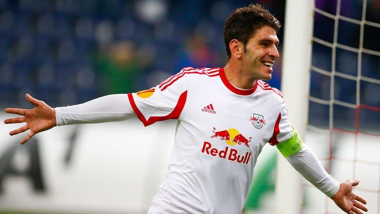 Soriano stuns Ajax keeper from half-field