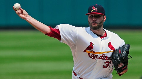 Jul 5, 2015; St. Louis, MO, USA; St. Louis Cardinals starting pitcher Lance Lynn (31) throws to a San Diego Padres batter during the sixth inning at Busch Stadium. The Cardinals defeated the Padres 3-1. Mandatory Credit: Jeff Curry-USA TODAY Sports