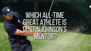 Which all-time great athlete mentors Dustin Johnson?