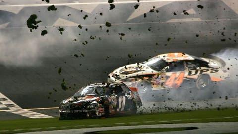 Denny sends Daytona dirt flying