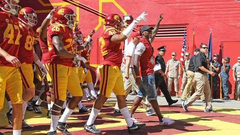 Marqise Lee leads the Trojans on the field