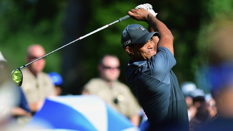 Watch Tiger Woods tee off with driver