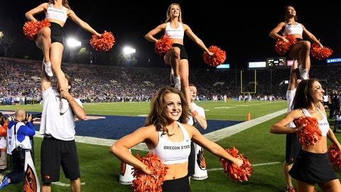 Oregon Sstate cheerleaders