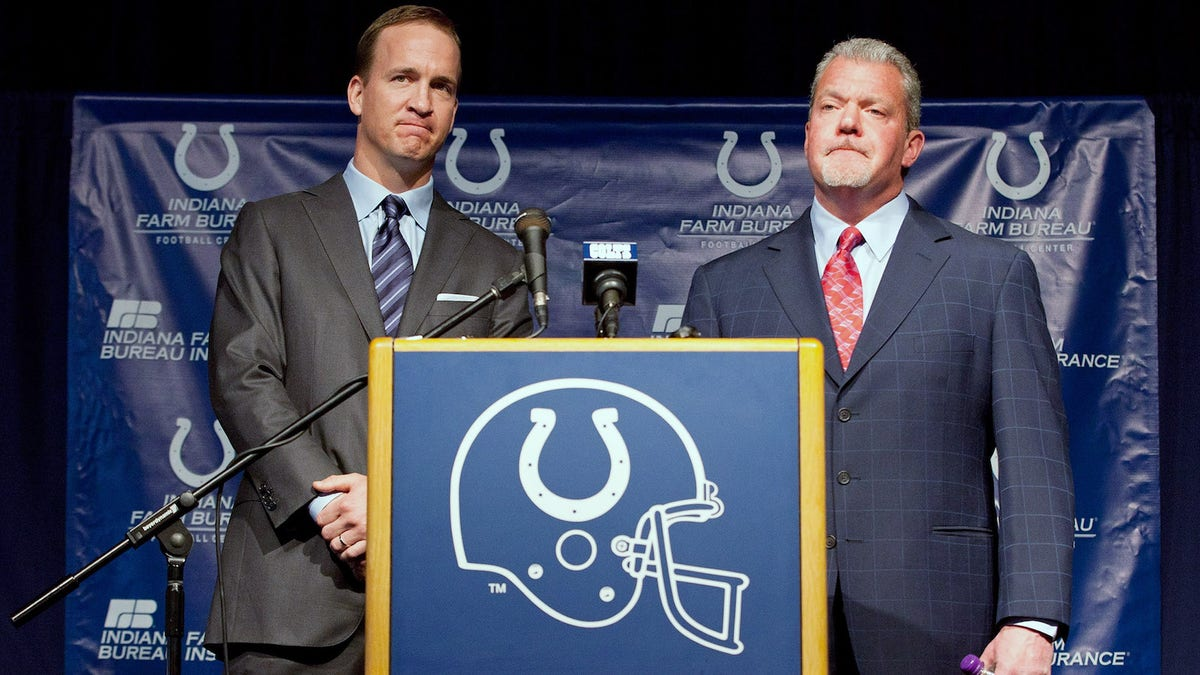 120116-nfl-colts-peyton-manning-jim-irsay.vresize.1200.675.high.0