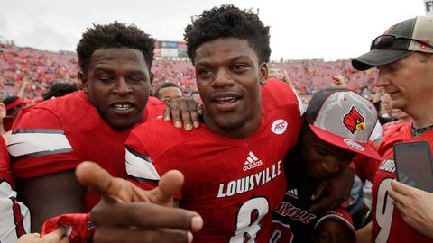 LOUISVILLE, KY - SEPTEMBER 17: Lamar Jackson #8 of the Louisville Cardinals celebrates with teammates after the 63-20 win over the Florida State Seminoles at Papa John's Cardinal Stadium on September 17, 2016 in Louisville, Kentucky. (Photo by Andy Lyons/Getty Images)