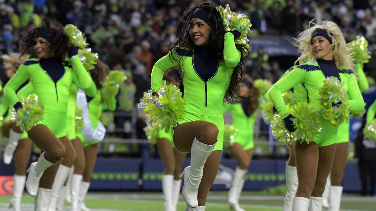 Nfl Cheerleaders Week 15 Fox Sports