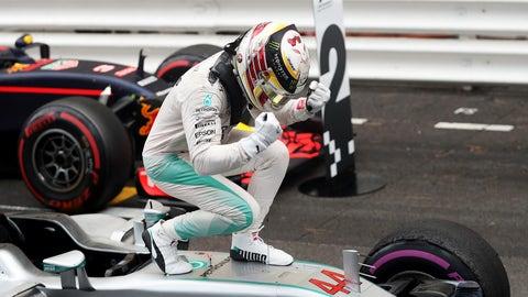10 wins for Hamilton