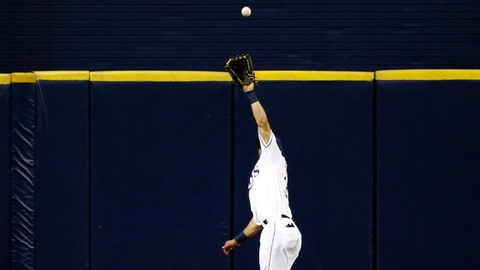 25. Kevin Kiermaier wins second straight gold glove despite missing 48 games