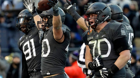 Army running back Andy Davidson (40) celebrates his touchdown with teammates in the first half of the Army-Navy NCAA college football game in Baltimore, Saturday, Dec. 10, 2016. (AP Photo/Patrick Semansky)