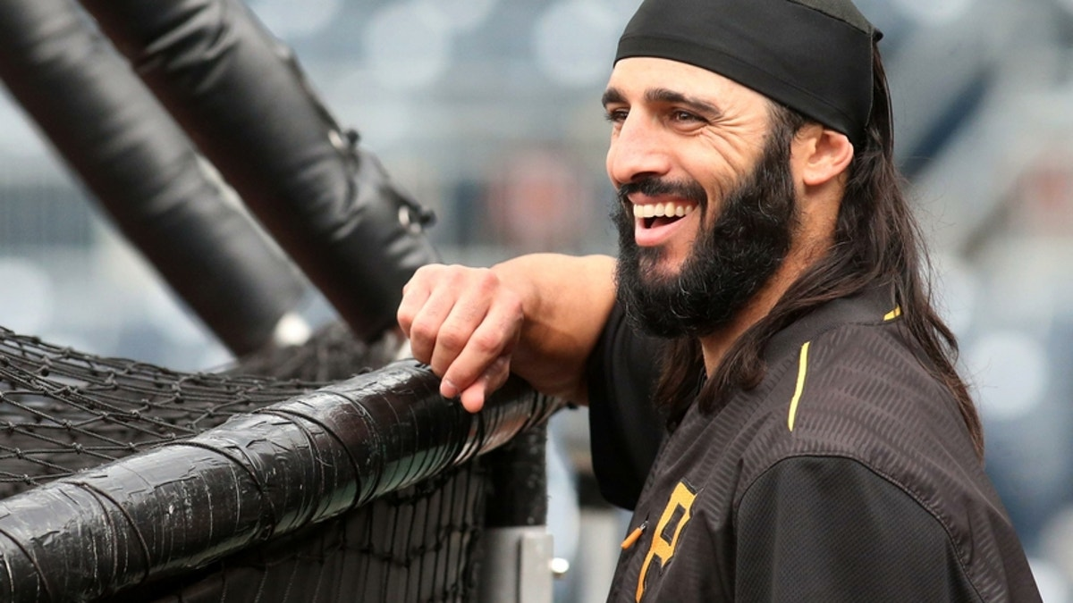 9279582-sean-rodriguez-mlb-chicago-cubs-pittsburgh-pirates.vresize.1200.675.high.0