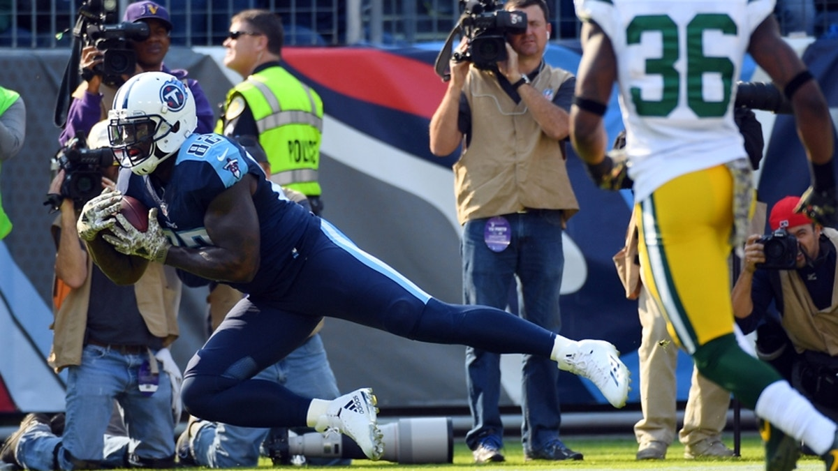 9674301-demarco-murray-delanie-walker-nfl-green-bay-packers-tennessee-titans.vresize.1200.675.high.0