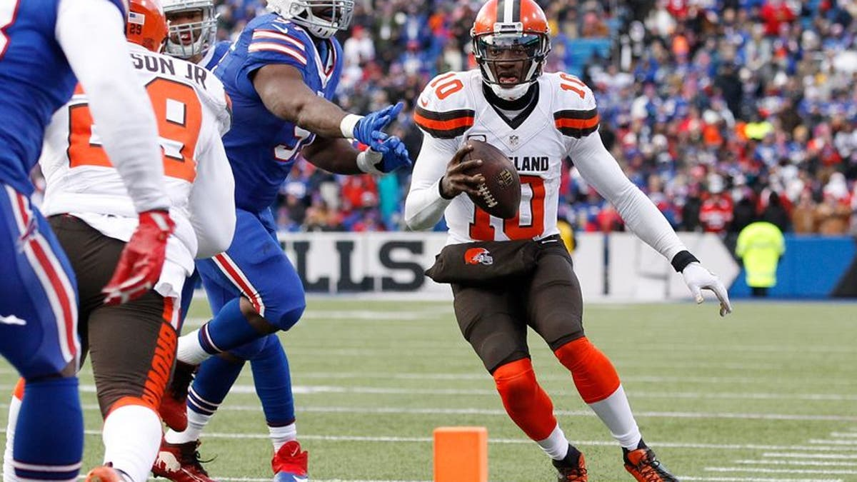 9754678-robert-griffin-iii-leger-douzable-nfl-cleveland-browns-buffalo-bills.vresize.1200.675.high.0