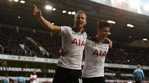 Sunday: Manchester United vs. Tottenham