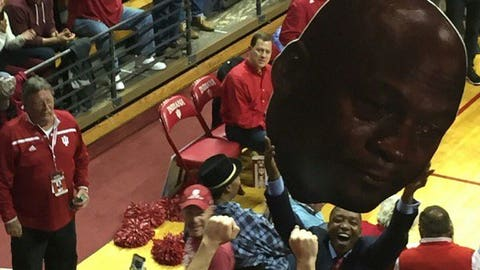 Isiah Thomas celebrates IU win with CJ hoist