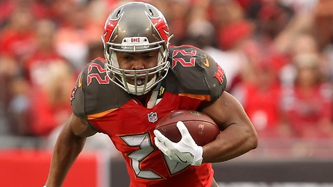 TAMPA, FL - DECEMBER 11: Doug Martin (22) of the Buccaneers runs the ball during the NFL Game between the New Orleans Saints and Tampa Bay Buccaneers on December 11, 2016, at Raymond James Stadium in Tampa, FL. (Photo by Cliff Welch/Icon Sportswire via Getty Images)