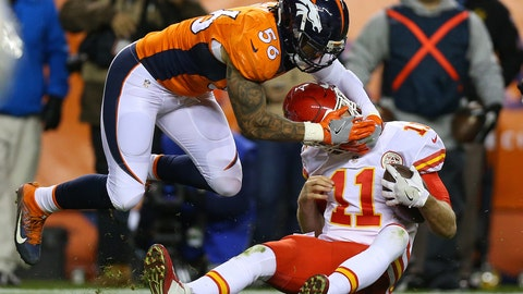 Alex Smith was not decapitated during this sack, it only looks that way