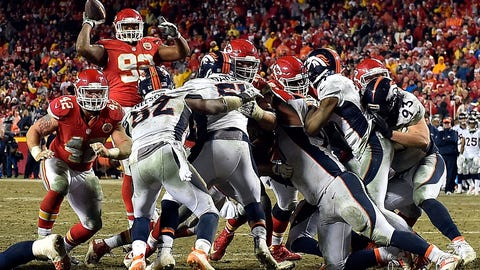 """Chiefs DT Dontari Poe executes the """"Bloated Tebow Pass"""""""