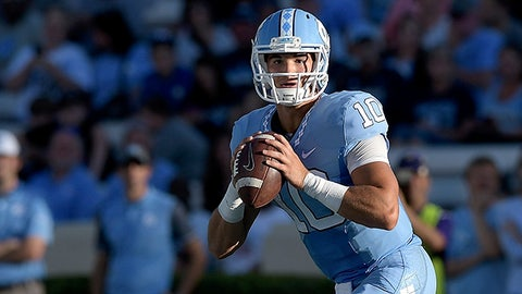 CHAPEL HILL, NC - SEPTEMBER 17:  Mitch Trubisky #10 of the North Carolina Tar Heels against the James Madison Dukes during the game at Kenan Stadium on September 17, 2016 in Chapel Hill, North Carolina.  (Photo by Grant Halverson/Getty Images)