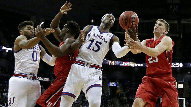 Bragg returns as Kansas defeats Davidson 89-71