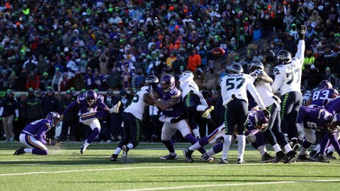 3. Blair Walsh misses potential game-winning 27-yard field-goal attempt as Vikings lose to Seahawks in playoffs