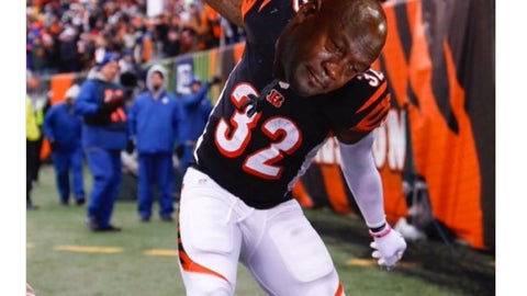 Vince Williams gives Jeremy Hill the treatment