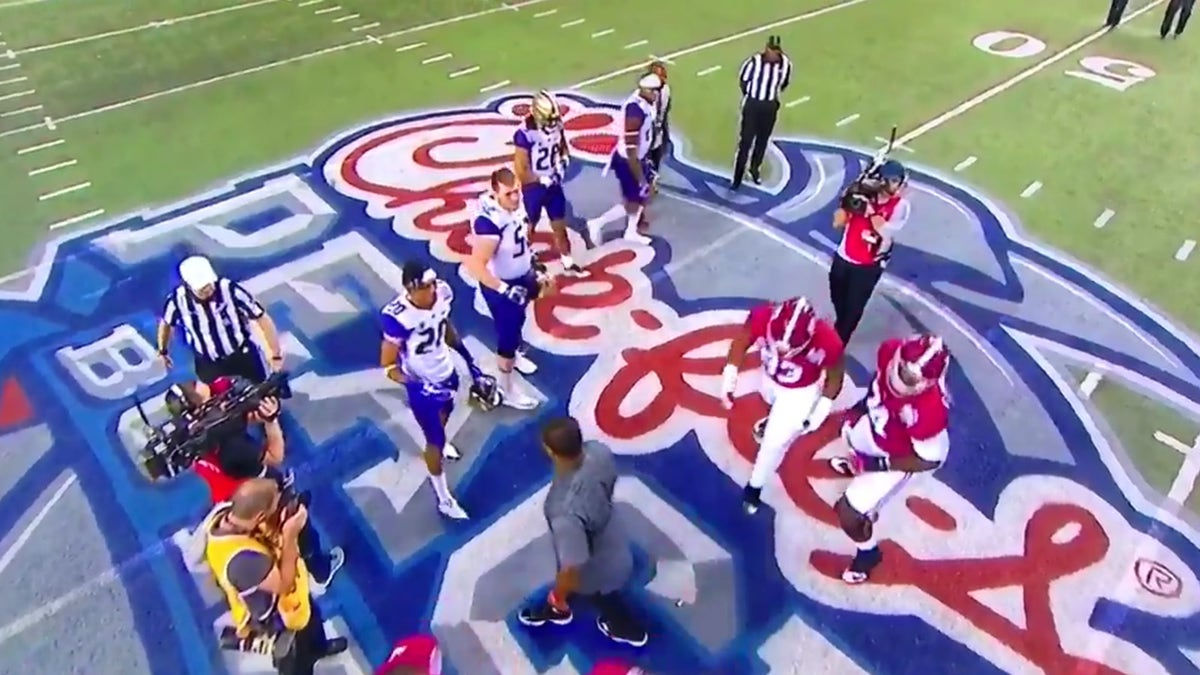 Alabama captains turned their backs on post-coin-toss handshake with Washington | FOX Sports
