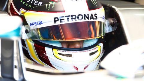 Lewis Hamilton asks fans to design 2017 helmet