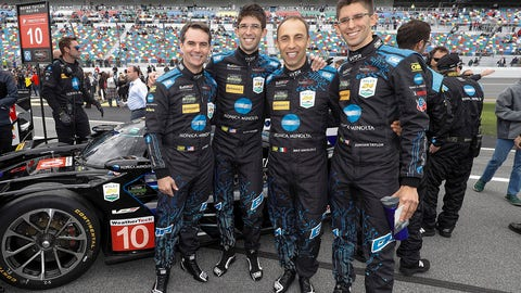 Jeff Gordon's team wins Rolex 24 in controversial finish