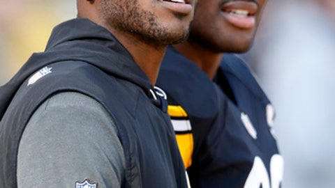 Pittsburgh Steelers wide receiver Antonio Brown, left, stands with James Harrison on the sideline during the first half of an NFL football game against the Cleveland Browns in Pittsburgh, Sunday, Jan. 1, 2017. (AP Photo/Jared Wickerham)