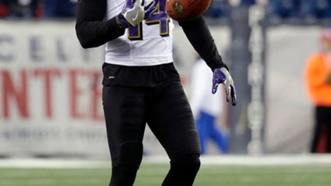 Baltimore Ravens wide receiver Devin Hester warms up before an NFL football game against the New England Patriots, Monday, Dec. 12, 2016, in Foxborough, Mass. (AP Photo/Steven Senne)