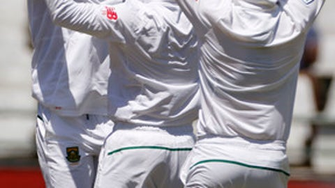 South Africa team members celebrate as they take the wicket of Sri Lanka Angelo Mathews during the 2nd Test cricket match between South Africa and Sri Lanka in Cape Town, South Africa, Thursday, Jan. 5, 2017. (AP Photo/Schalk van Zuydam)