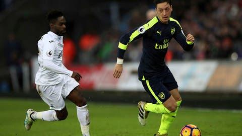 Mesut Ozil - 954 passes