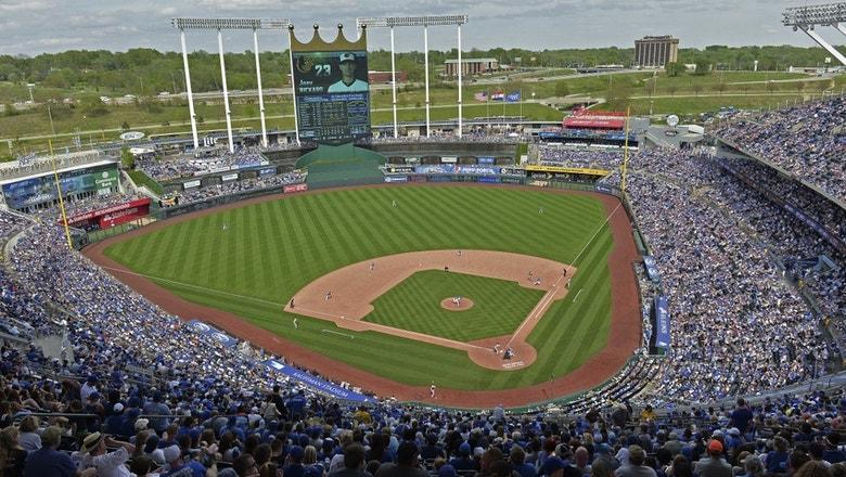Kansas City Royals History: Bo Jackson Dislocates Hip with Raiders