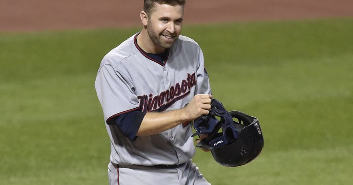 9506680-brian-dozier-andrew-miller-mlb-minnesota-twins-cleveland-indians.vresize.1200.630.high.0