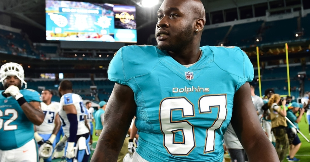 9513193-laremy-tunsil-nfl-preaseason-tennessee-titans-miami-dolphins.vresize.1200.630.high.0