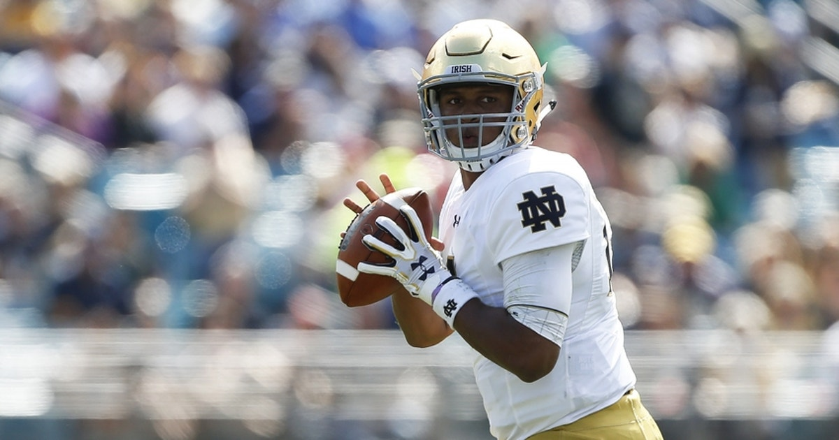 9654622-deshone-kizer-ncaa-football-notre-dame-vs-navy.vresize.1200.630.high.0