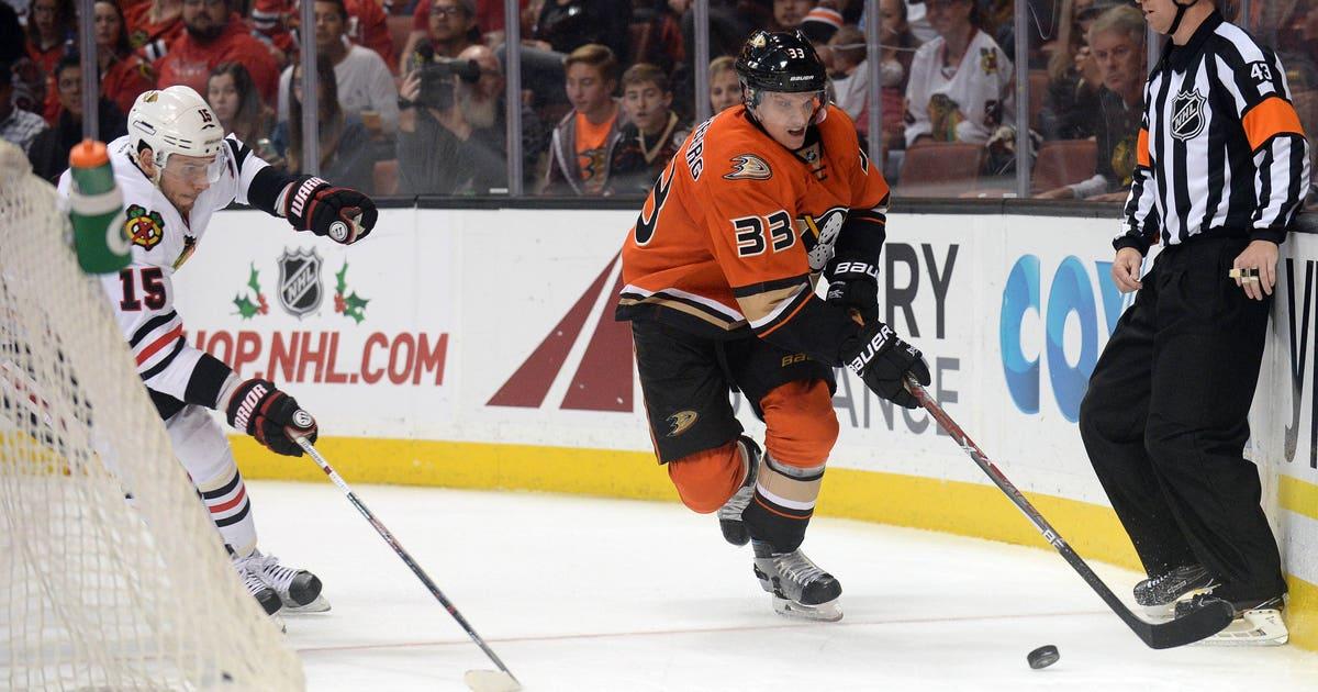 9702097-nhl-chicago-blackhawks-at-anaheim-ducks.vresize.1200.630.high.0