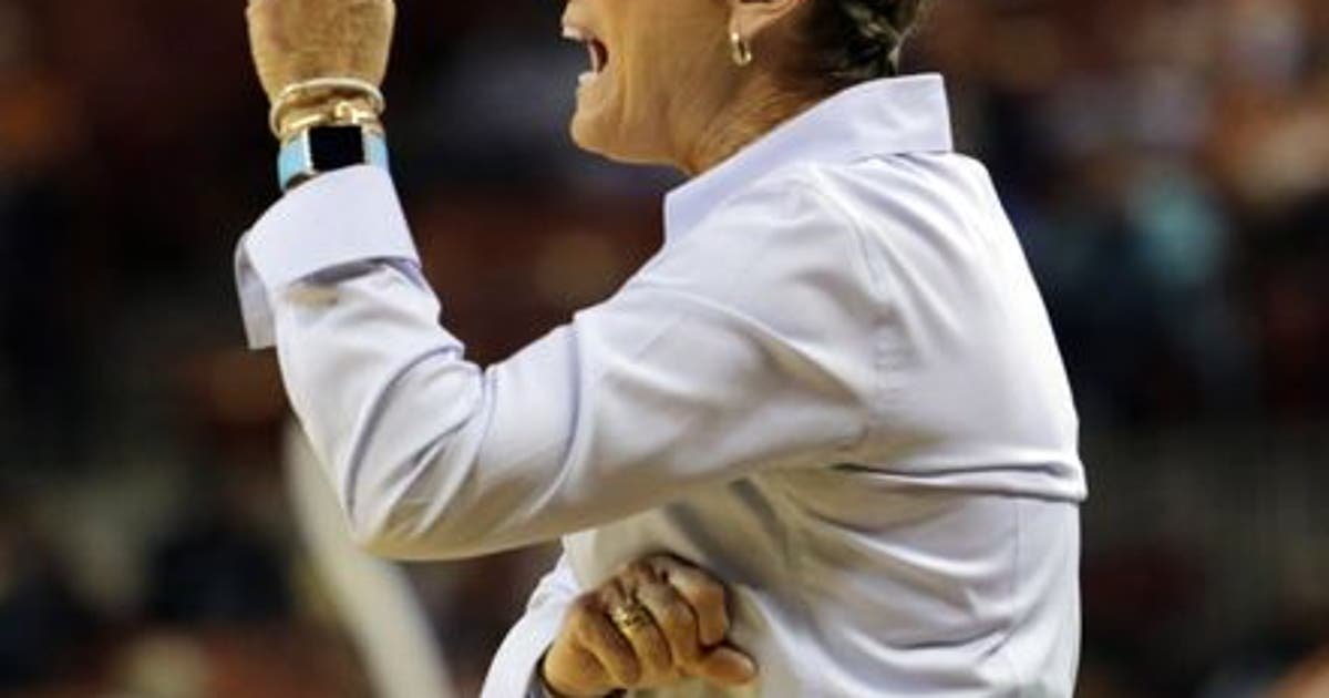 9742328-holly-warlick-ncaa-womens-basketball-tennessee-texas.vresize.1200.630.high.0