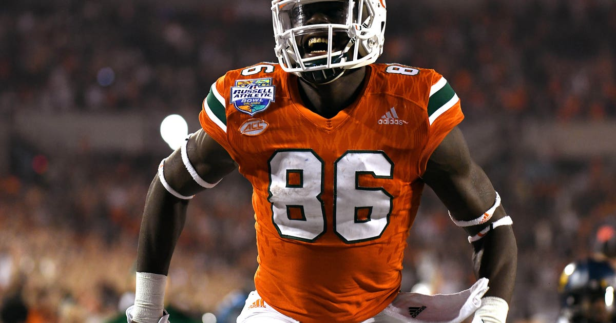 9772790-ncaa-football-russell-athletic-bowl-west-virginia-vs-miami.vresize.1200.630.high.0