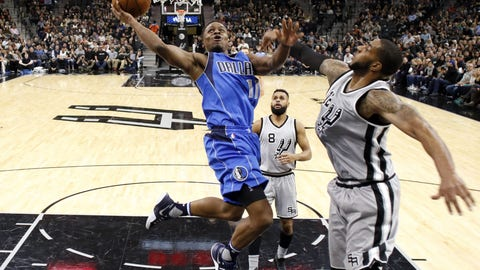 Yogi Ferrell helps Mavs to back-to-back wins over Spurs, Cavs