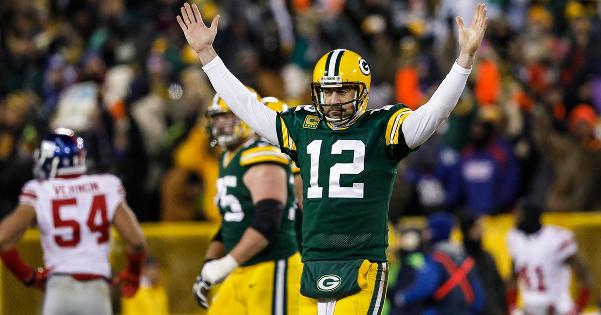 The Portugese call of Aaron Rodgers's Hail Mary was electrifying