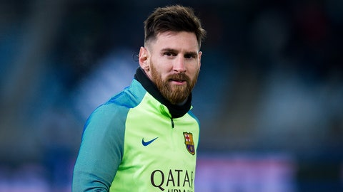 SAN SEBASTIAN, SPAIN - JANUARY 19:  Lionel Messi of FC Barcelona looks on prior to the Copa del Rey Quarter Final, First Leg match between Real Sociedad de Futbol and FC Barcelona at Estadio Anoeta on January 19, 2017 in San Sebastian, Spain.  (Photo by Juan Manuel Serrano Arce/Getty Images)