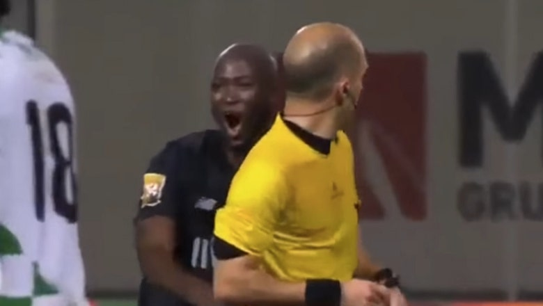 Watch Porto player get red carded after ref bumps into him in bizarre decision