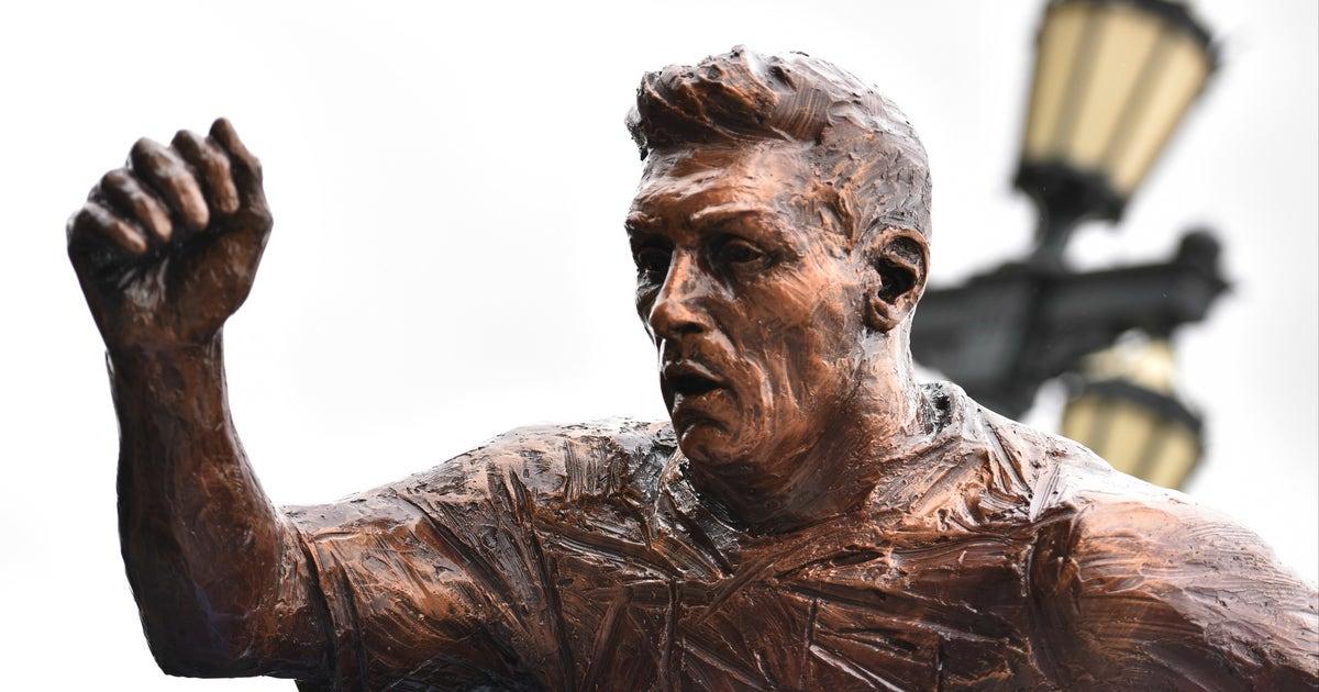 Lionel Messi S Statue Was Cut In Half The Same Day Ronaldo