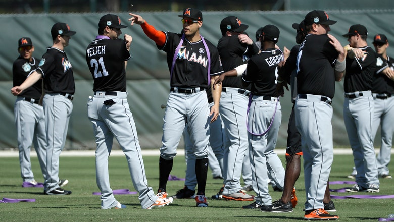 Christian Yelich, Justin Bour each blast 3rd-inning homers for Marlins