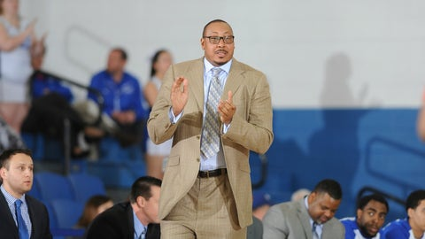Donyell Marshall, Central Connecticut State Blue Devils