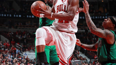 CHICAGO, IL - FEBRUARY 16: Jimmy Butler #21 of the Chicago Bulls goes for a lay up against the Boston Celtics during the game on February 16, 2017 at the United Center in Chicago, Illinois. NOTE TO USER: User expressly acknowledges and agrees that, by downloading and or using this Photograph, user is consenting to the terms and conditions of the Getty Images License Agreement. Mandatory Copyright Notice: Copyright 2017 NBAE (Photo by Jeff Haynes/NBAE via Getty Images)