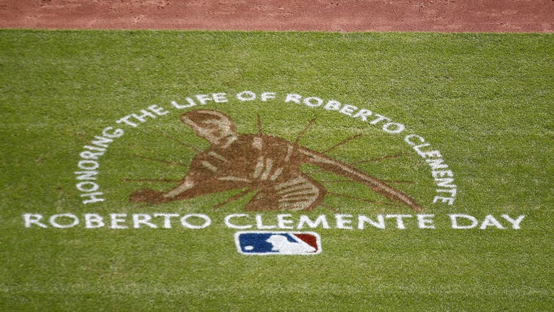 Dodgers History: Dodgers Sign Roberto Clemente