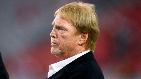 Oakland Raiders hear from San Diego as Las Vegas deal crumbles